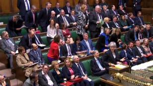 Sesión parlamentaria en Londres muestra a la primera ministra británica, Theresa May, mientras responde una de las preguntas sobre el Brexit, el 6 de marzo de 2019