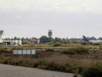 ليبيا: سقوط صواريخ بعدة أنحاء من طرابلس منها مطار معيتيقة الدولي
