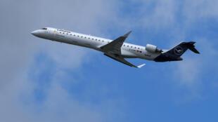 Un avión de la aerolínea alemana Lufthansa despega del aeropuerto Franz-Josef-Strauss de Múnich, el 18 de junio de 2020 en esa ciudad al sur de Alemania