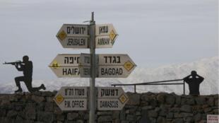 Des soldats israéliens positionnés au Mont Benal, sur les hauteurs du Golan, annexées par Israël, près de la frontière avec la Syrie.
