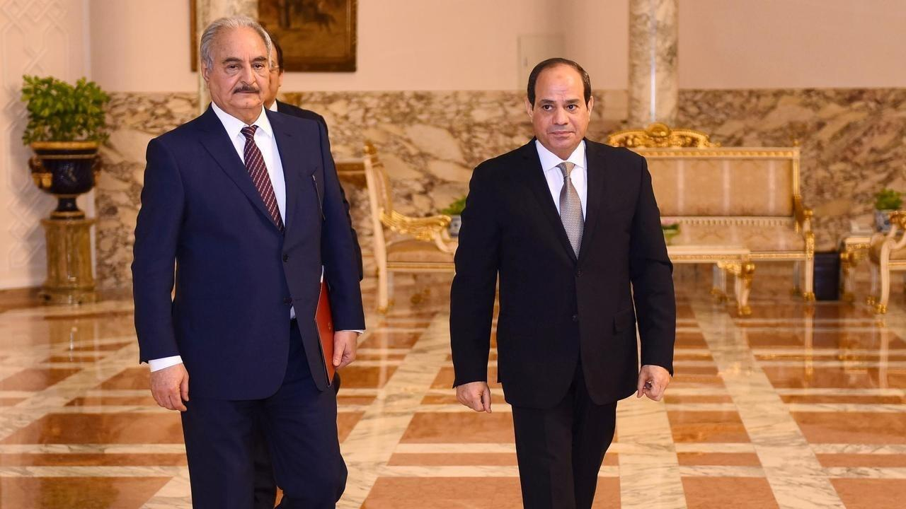 الرئيس المصري عبد الفتاح السيسي يستقبل المشير الليبي خليفة حفتر في القاهرة، 14 نيسان/أبريل 2019.