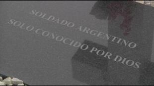 """Tumba con la mención """"Soldado Argentina, solo conocido por Dios"""". Archivo."""