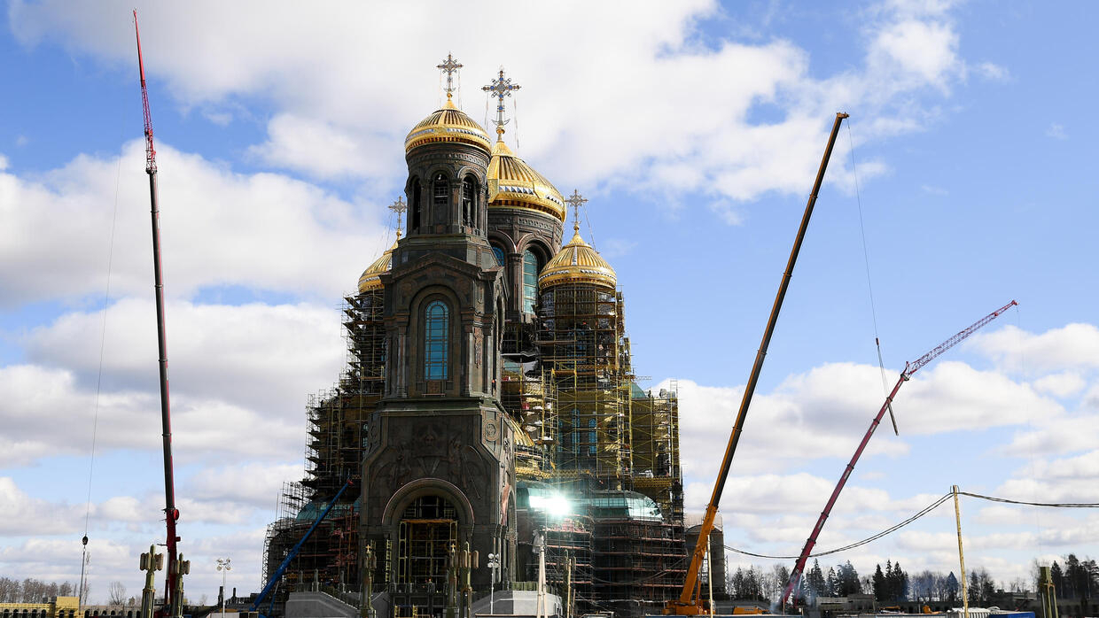 Giant Russian church to feature Putin and Stalin mosaics - France 24