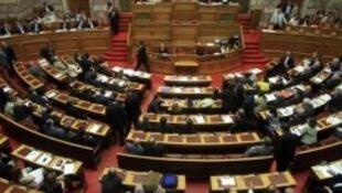 Le Parlement grec a adopté des mesures d'urgence
