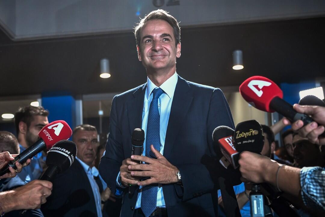 Le Premier ministre nouvellement élu et dirigeant du parti conservateur, Nouvelle Démocratie, s'adresse à la presse, dimanche 7 juillet, après les résultats officiels des élections législatives.
