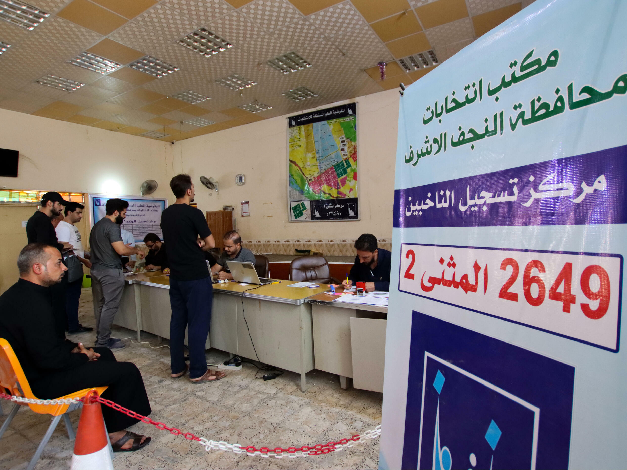 Iraqis in Najaf register for voting cards ahead of parliamentary elections