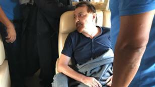 Cesare Battisti dans l'avion qui doit le ramener en Italie le 13 janvier 2019.
