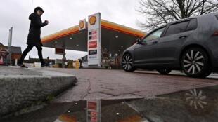Una estación de servicio de la petrolera Shell el 4 de febrero de 2021 en Londres