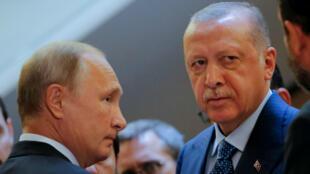 El presidente de Rusia, Vladimir Putin (izquierda) recibió su homólogo turco, Recep Tayip Erdogan (derecha) en la ciudad de Sochi para hablar de la guerra en Siria y las relaciones bilaterales.  Sochi Rusia. 17 de septiembre de 2018.