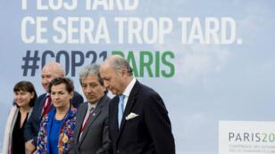 """Laurent Fabius, futur président de la COP21, lors de la """"pré-COP"""", dimanche 8 novembre au Bourget."""