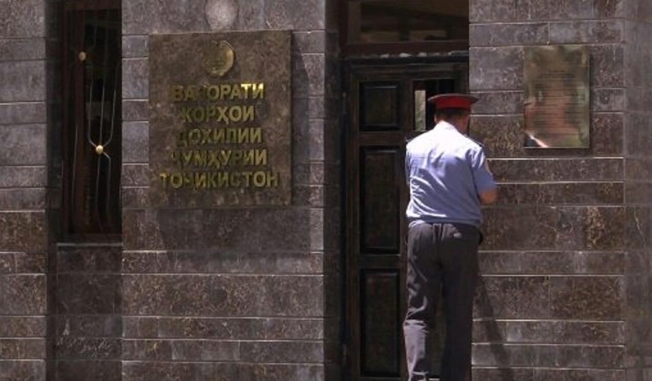 لقطة من تسجيل فيديو لمدخل وزارة الداخلية الطاجيكي في دوشانبي في 30 تموز/يوليو 2018