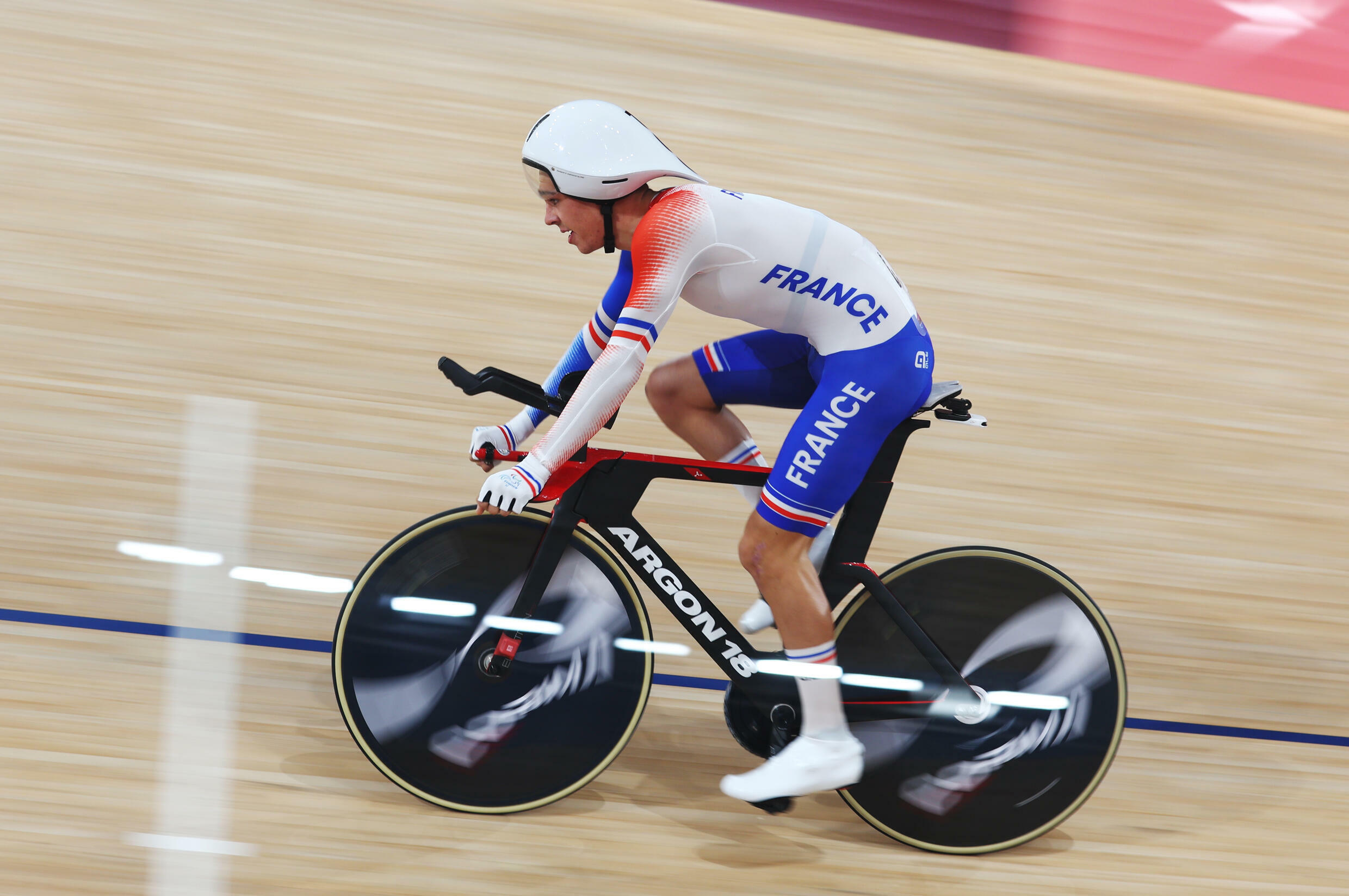 2021-08-26T045620Z_1407989650_SP1EH8Q0DPR6T_RTRMADP_3_PARALYMPICS-2020-CYCLING-TRACK