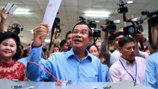 Le Premier ministre cambodgien Hun Sen a voté à Phnom Penh, le 29 juillet 2018.