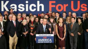 John Kasich s'adresse à ses partisans, le 9 février 2016, après être arrivé en 2e position des primaires du New Hampshire.