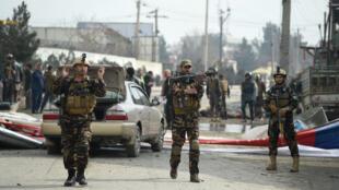 الصورة من كابول لموقع هجوم مماثل أسفر عن مقتل شخصين وسقوط عدد كبير من الجرحى في 2 مارس آذار 2018