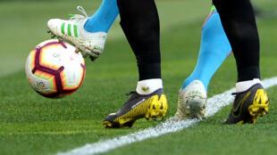 Les suspects sont soupçonnés de truquer des matches afin d'en tirer profit via des paris sportifs.