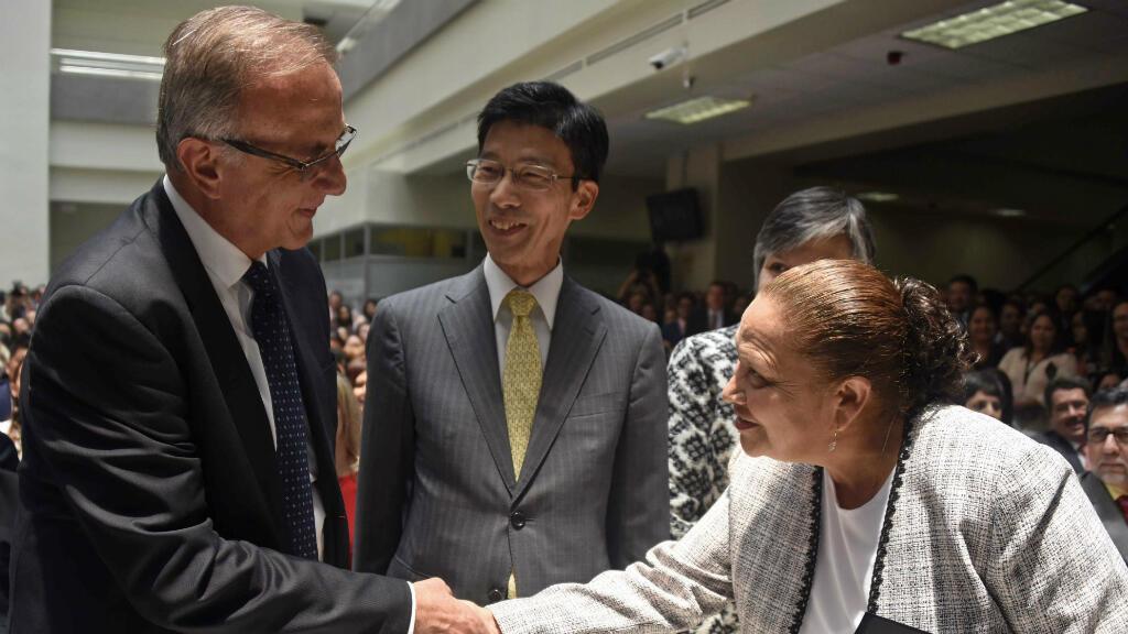 Iván Velásquez (izquierda) se encuentra fuera de Guatemala desde que el presidente del país, Jimmy Morales ordenó la salida de la comisión contra la impunidad