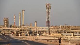 صورة من الارشيف تعود الى 20 ايلول/سبتمبر 2019 لمنشأة بقيق، أكبر منشأة لمعالجة النفط في العالم، التابعة لمجموعة أرامكو  النفطية السعودية في شرق المملكة
