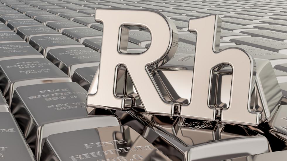 Le rhodium est extrêmement rare, ce qui participe à la flambée de sa valeur.