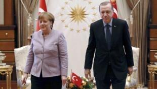 المستشارة الألمانية أنغيلا ميركل والرئيس التركي رجب طيب أردوغان في القصر الرئاسي بأنقرة 2 شباط/فبراير 2017