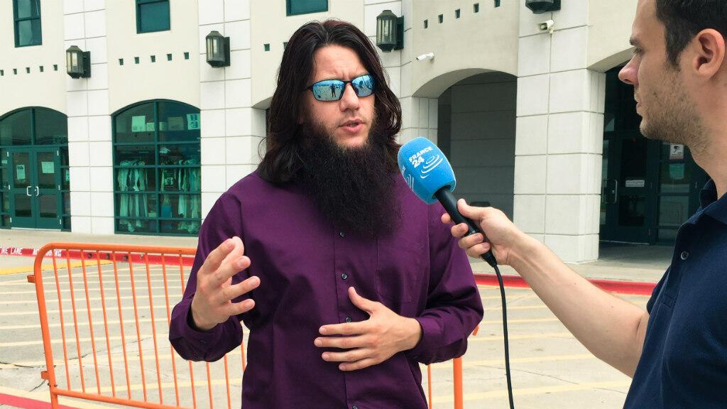 """Nicholas Pelletier est l'imam en charge des """"relations avec l'extérieur"""" et le responsable des visites guidées de la mosquée."""