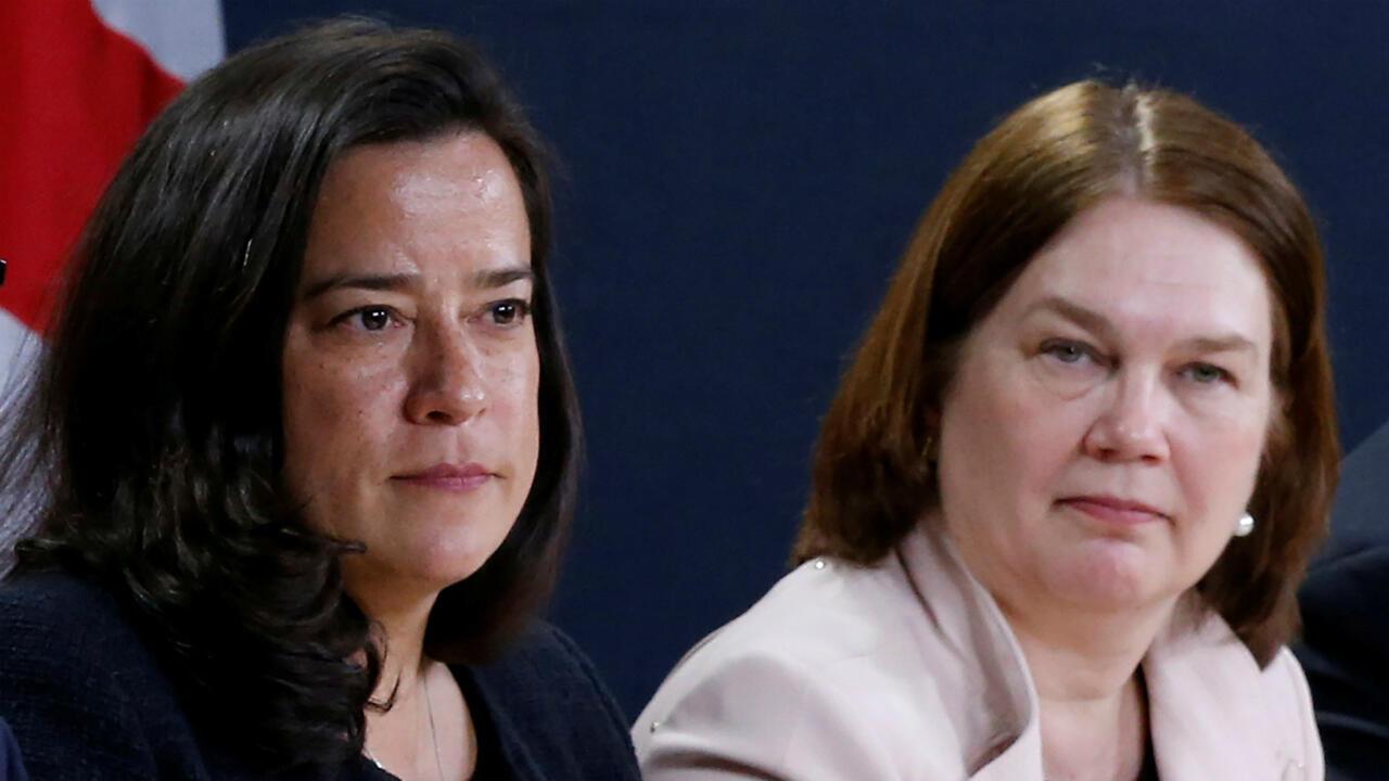 Jody Wilson-Raybould (izquierda), exministra de Justicia y Jane Philpott, exministra del Tesoro renunciaron a sus cargos por la crisis en el Gobierno de Justin Trudeau.