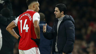 Arsenal boss Mikel Arteta speaks with Pierre-Emerick Aubameyang