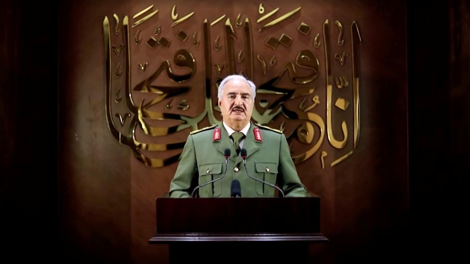 """المشير خليفة حفتر يعلن حصوله على """"تفويض شعبي"""" لقيادة البلاد، 27 أبريل/نيسان 2020."""