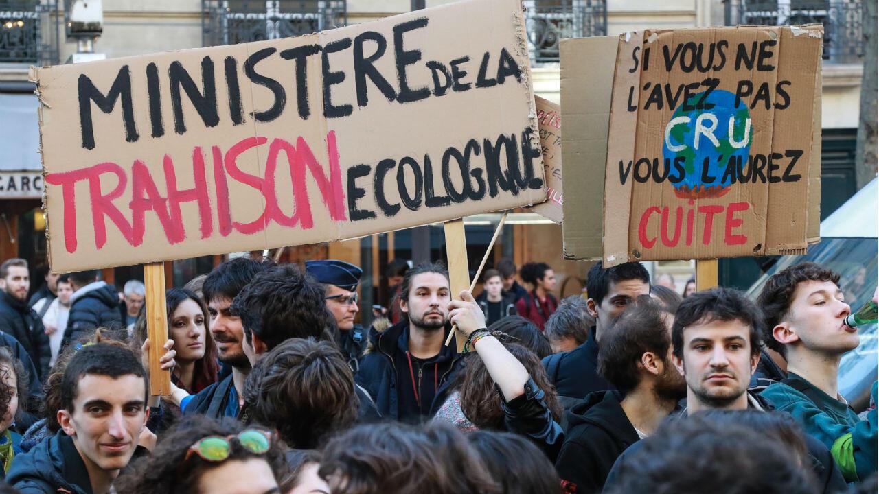 """Les jeunes générations entendent forcer le gouvernement en organisant des """"grèves scolaires"""" tous les vendredis."""