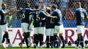 Jugadores franceses celebran un gol frente a Australia.