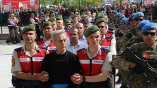 Akin Ôztûrk, ancien chef d'état-major de l'armée de l'air turque, accusé d'avoir participé à la tentative de putsch.