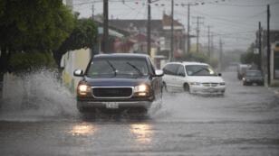 Une rue inondée du village d'Escuinapa, dans l'État mexicain de Sinaloa, le 23 octobre 2018.