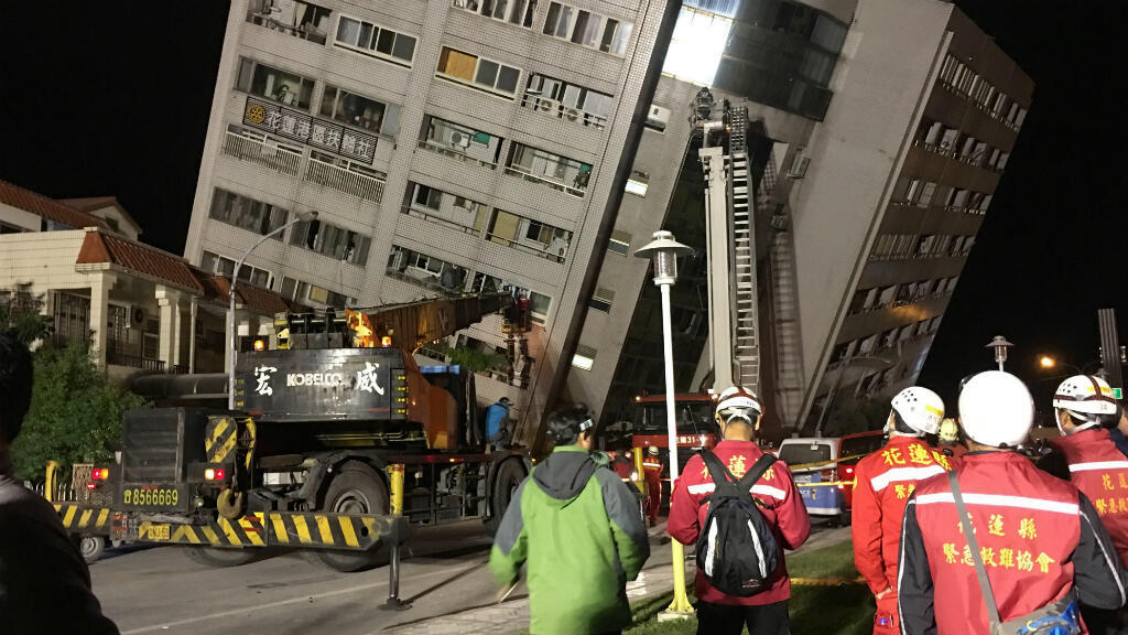 Vista de un edificio dañado tras el terremoto de magnitud 6,4 que sacudió a Hualien, Taiwán, el 6 de febrero de 2018.