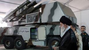 خامنئي بجوار نظام الدفاع الجوي في خرداد - 3 في طهران، 11 مايو/ أيار 2019