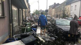 Les dommages causés par le passage d'une tornade à Pétange, au Luxembourg, le 9 août 2019.