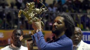 """Le franco-sénégalais Alain Gomis a remporté le 4 mars l'Étalon d'or du Fespaco, à Ouagadougou, pour son film """"Félicité""""."""