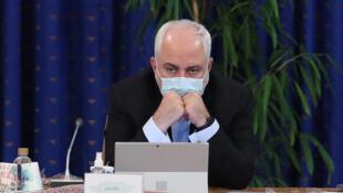 صورة نشرتها الرئاسة الإيرانية بتاريخ 28 تشرين الأول/أكتوبر 2020 تظهر وزير الخارجية محمد جواد ظريف خلال اجتماع حكومي في طهران