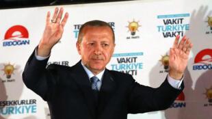 Recep Tayyip Erdogan lors d'un discours à Istanbul le 24 juin 2018.