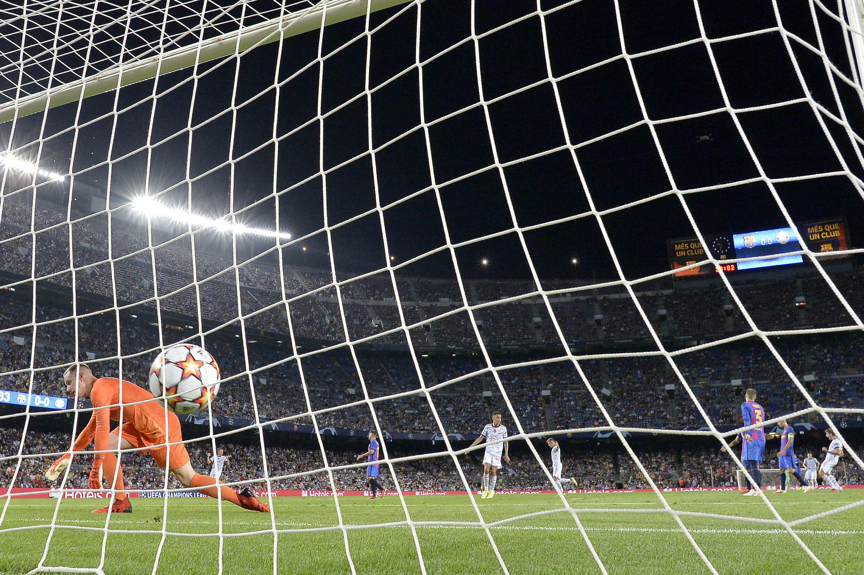 Thomas Muller scored the opening goal as Bayern Munich beat Barcelona on Tuesday.