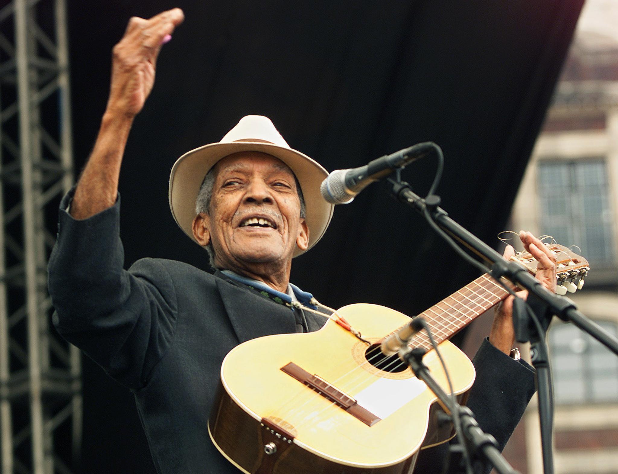 Une photo de 2001 de Compay Segundo, l'un des artistes les plus célèbres de Cuba, mort en 2003.