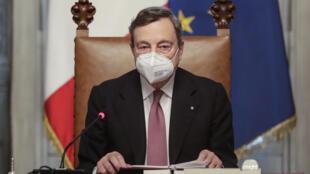 Le nouveau Premier ministre italien Mario Draghi préside son premier conseil des ministres, le 13 février 2021 à Rome