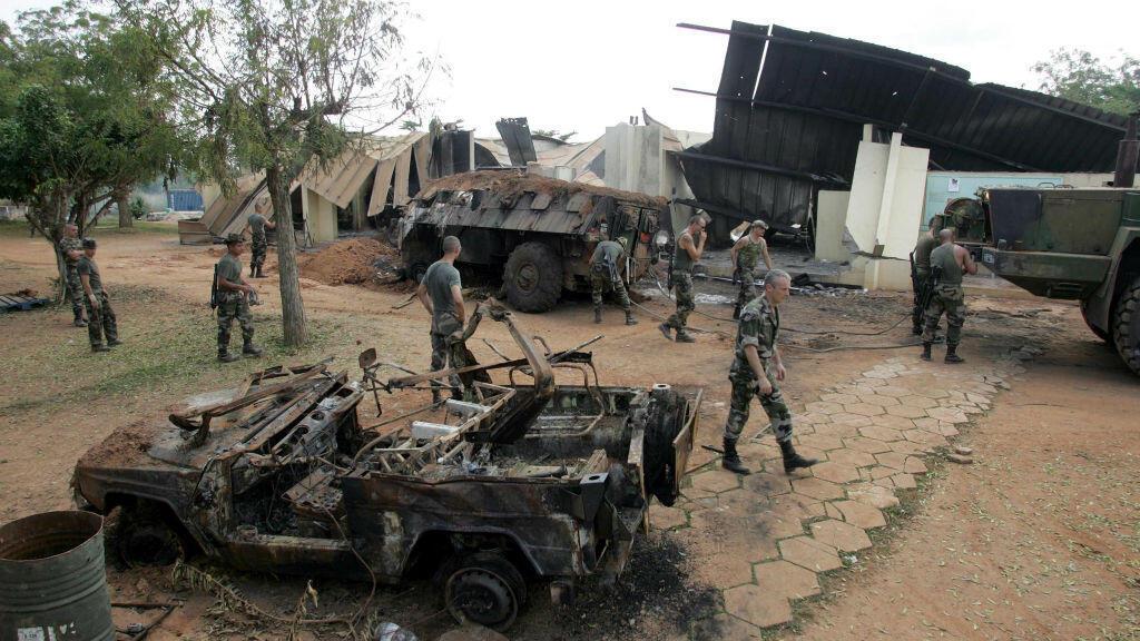 Le lycée Descartes de Bouaké, en Côte d'Ivoire, où était installée une base de l'armée française, a été bombardé le 6 novembre 2004,