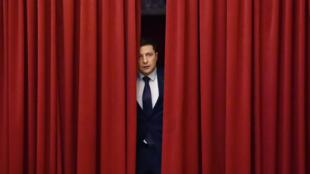 """Le candidat à l'élection présidentielle ukrainienne lors du tournage de sa série télévisée """"Serviteur du peuple"""", le 6 mars2019."""