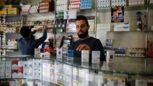 محل لبيع السجائر في قطاع غزة 13 تشرين الثاني/نوفمبر 2017