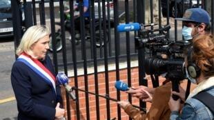 La présidente du Rassemblement nationale, Marine Le Pen, le 8 mai 2020 à Hénin-Beaumont