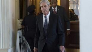 رئيس لجنة التجقيق الخاصة بالتدخل الروسي في الانتخابات الأمريكية روبرت مولر