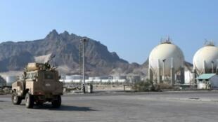 آلية تابعة للقوات المسلحة الإماراتية في مرفأ عدن اليمني في 08 يوليو/تموز 2019.