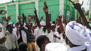 Des manifestants contre le président Béchir, à Khartoum, le 25 janvier 2019.