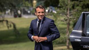 Le président français Emmanuel Macron et son gouvernement semblent chercher à séduire les élus de droite en vue des municipales de 2020. Ici, à Clairefontaine le 4 juin 2019.