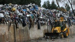 النفايات في بيروت بعد هطول أمطار غزيرة يوم 25 تشرين الأول/أكتوبر 2015